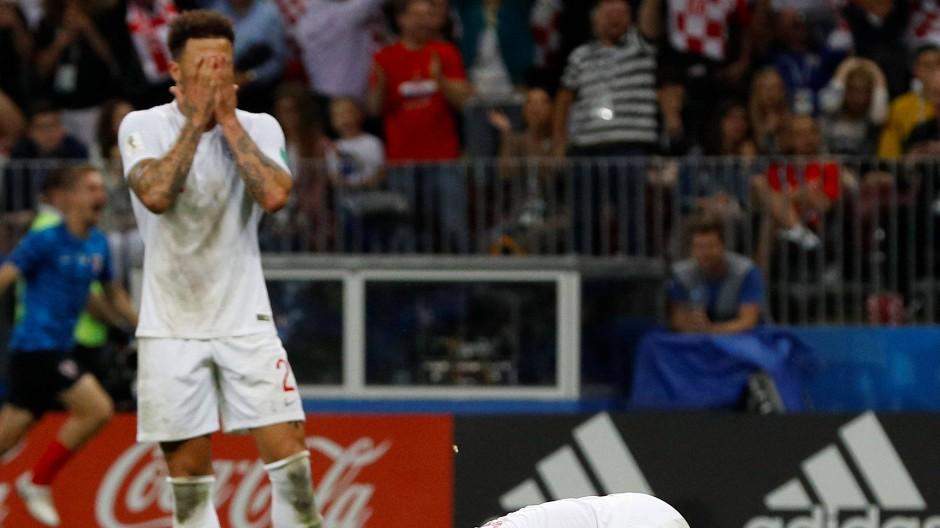Peinlich: Der englische Nationalspieler Kyle Walker (im BIld nach der Niederlage im WM-Halbfinale 2018) verstößt mit Prostituierten gegen Corona-Regeln.