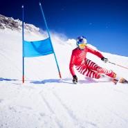 Skifahren wie aus einer anderen Zeit: Das Telemarken zählt zu den ältesten Wintersportarten überhaupt.