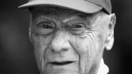 Spuren eines Rennfahrerlebens: Niki Lauda hat die Entstellung durch seinen Unfall in das vertraute Gesicht der Formel 1 verwandelt