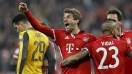 Wenn die Bayern feiern: Thomas Müller (rechts) bejubelt sein Tor zum 5:1.