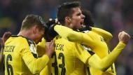 Schwarz-gelbe Glückseligkeit in Bayern: Dortmund besiegt München.