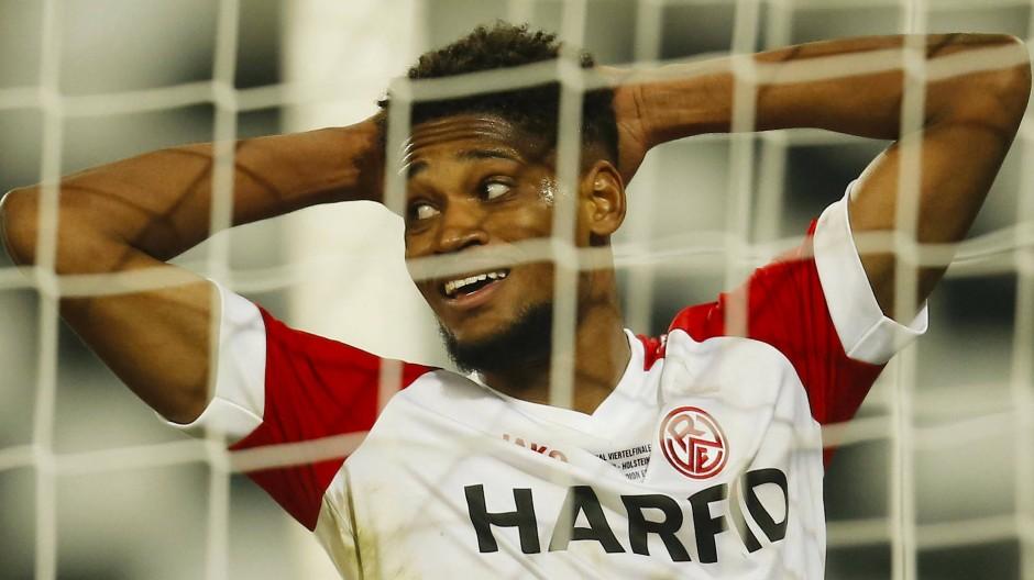 Aus der Traum: Isaiah Young und Rot-Weiss Essen unterlagen Holstein Kiel.