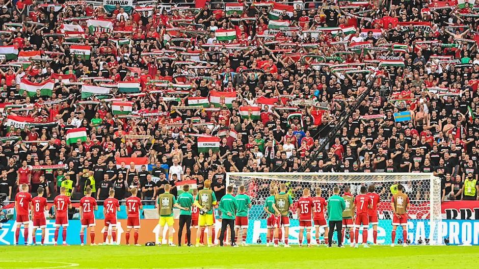Stehen hinter der Mannschaft: 59.000 Zuschauer in Budapest mit hoffentlich negativem Corona-Test