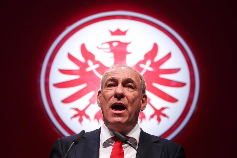 """""""Das war sehr mutig"""": Steubing über die AfD-Kritik von Eintracht-Präsident Peter Fischer."""