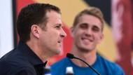 Oliver Bierhoff (links) ist bester Laune, doch er mahnt auch vor der WM.