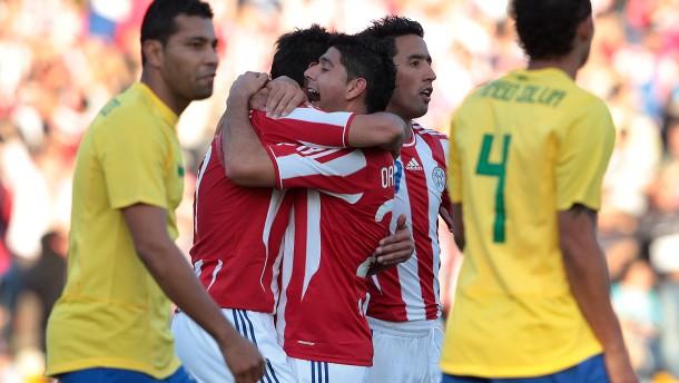 Brasilien rettet mit Mühe einen Punkt