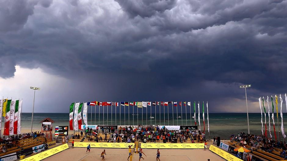 Dunkle Wolken über Kisch: Ein Volleyballturnier mit Nebenwirkungen