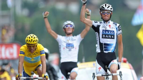 Contador wehrt alle Angriffe ab