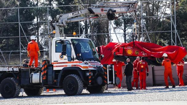 Testfahrten nach Unfall von Vettel unterbrochen