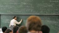 So ein Professor kommt selten allein