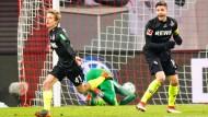 Sieg in Leipzig: Vincdent Koziello erzielt das 1:1, Jonas Hector jubelt mit (recht)