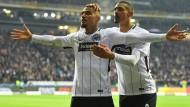 Torschütze Kevin-Prince Boateng (links) und Sebastien Haller: Jubel über den Treffer zum 2:1.