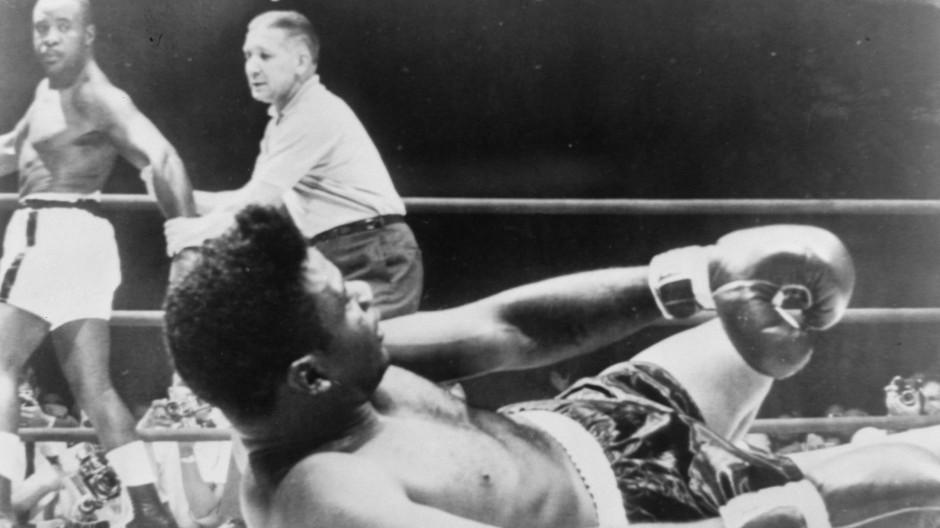 K.o. in der ersten Runde: Floyd Patterson wird von Sonny Liston in Las Vages auf die Bretter geschickt.
