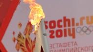 Das Olympische Feuer brennt im Winter 2014 in Sotschi