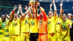 Pokalsieger Dortmund muss in den Süden