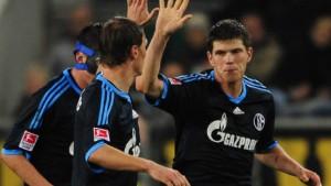 Schalkes Huntelaar leistet wertvolle Handarbeit