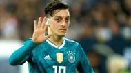 Hatte zuletzt mit Rückenproblemen zu kämpfen, ist für die WM nach eigener Aussage aber wieder fit: Nationalspieler Mesut Özil.