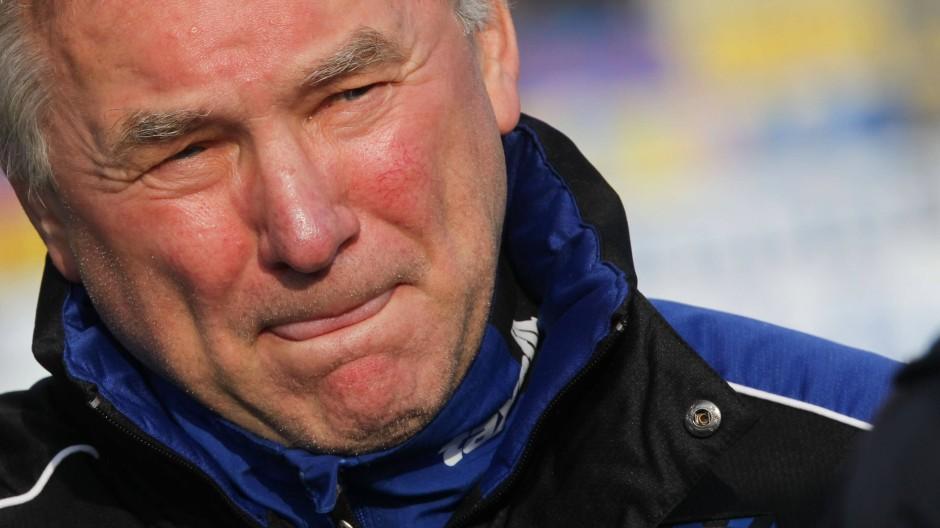 Benno Möhlmann, hier 2014, ist überzeugt: Die Trainer haben es heute schwerer.
