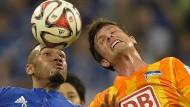Zwölf verletzte Polizisten auf Schalke