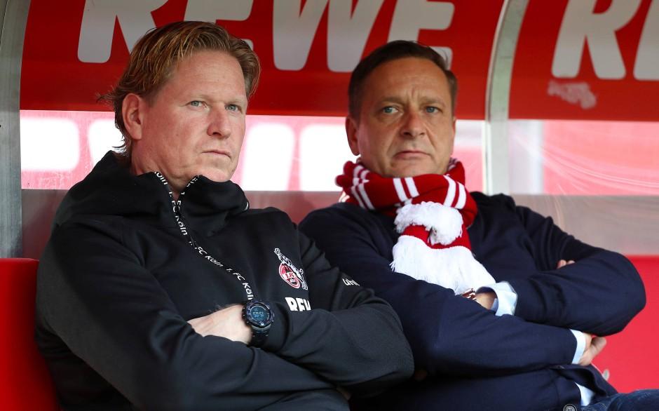 Schon nach wenigen Minuten bedient: Kölns Trainer Markus Gisdol und Manager Horst Heldt