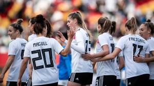 DFB-Frauen gegen Dänemark, Spanien und Finnland