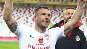 Podolski spielt in der Türkei trotz Corona weiter
