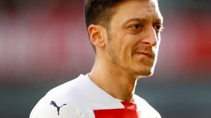 Berater spricht über Spekulationen zu Özil
