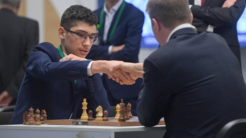 Erfolgreich bei der Schnellschach-WM: Alireza Firouzja (links)