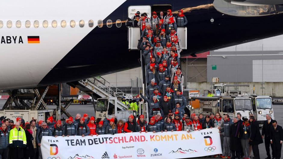 Das deutsche Olympia-Team ist pünktlich in Frankfurt gelandet.
