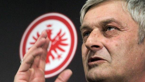 Eintracht Frankfurt - Veh verlängert Trainer-Vertrag