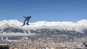 Föhnsturm bedroht Skispringen in Innsbruck