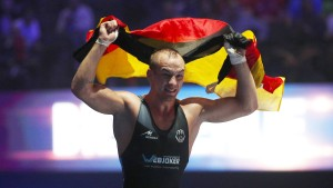 Herr der Ringer fordert MMA-König McGregor heraus