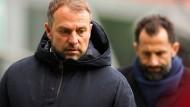 Ihr Verhältnis ist nicht frei von Spannungen: Trainer Hansi Flick (links) und Sportdirektor Hasan Salihamidžić