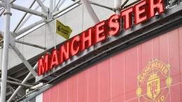 Manchester-Fans stürmen Trainingsplatz