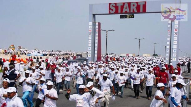 Qatar zwingt Arbeiter mit Flip-Flops zu Halb-Marathon