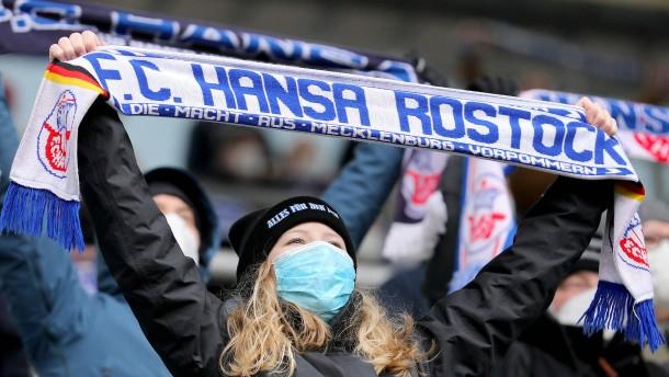 Rostock holt die Fans zurück ins Fußball-Stadion