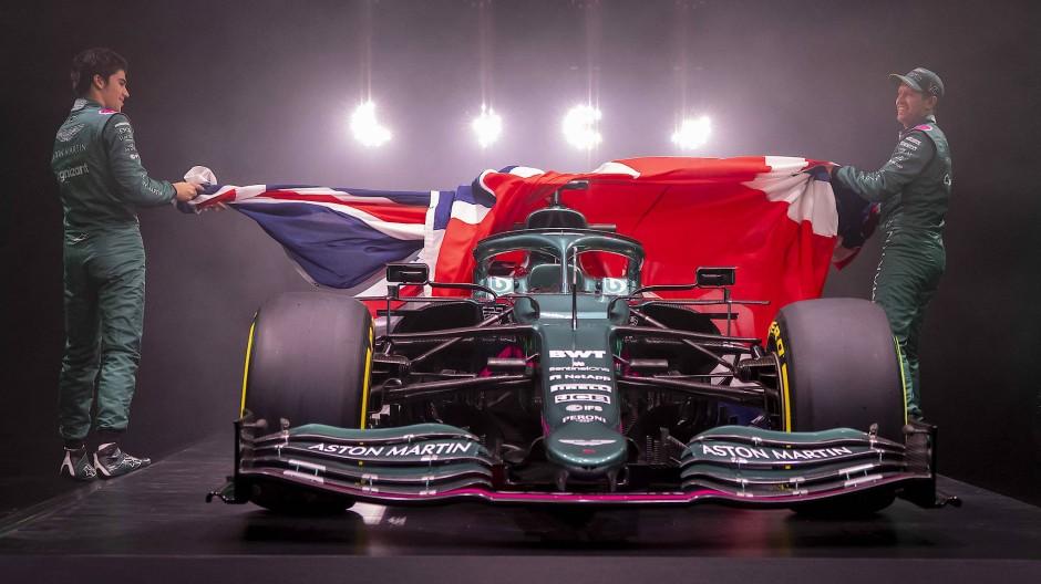 Lance Stroll (links) und Sebastian Vettel enthüllen den neuen Aston Martin.