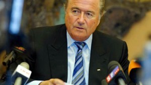 Exekutivmitglieder verklagen Blatter