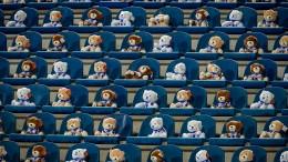 15.000 Teddybären auf der Tribüne