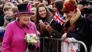 Queen beginnt Thronjubiläumstournee