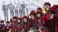 Karneval in Kitzbühel: Warten auf die Abfahrts-Helden