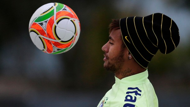 Neymar im Korsett