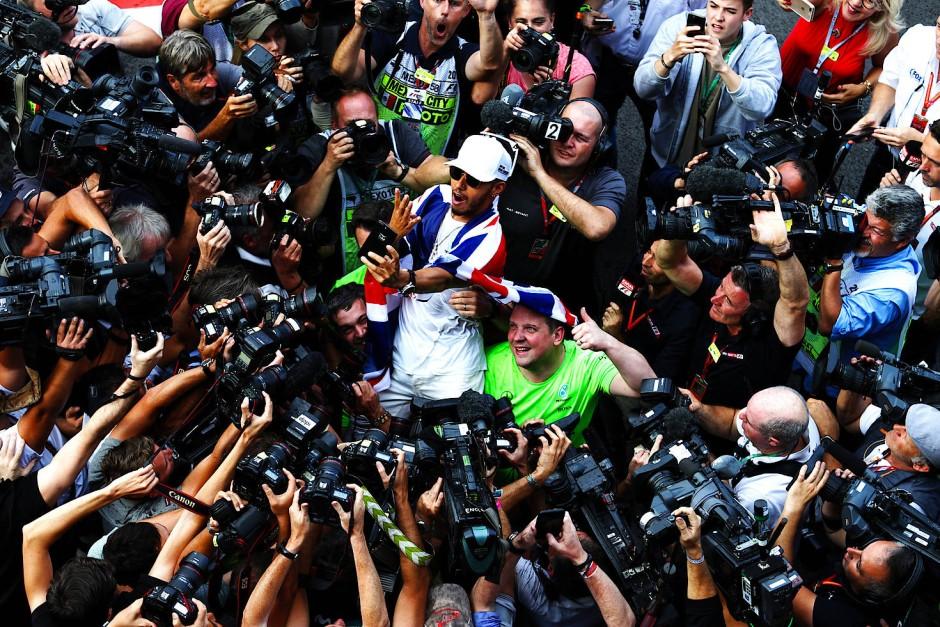 Der Mittelpunkt der Formel-1-Welt: Lewis Hamilton holt seinen vierten WM-Titel.