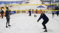 Beachvolleyball mal anders: Showtraining in einer Indoor-Skihalle in Moskau.
