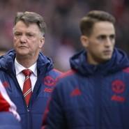 Trainer Louis van Gaal wird bei Manchester United ein vernichtendes Zeugnis ausgestellt.