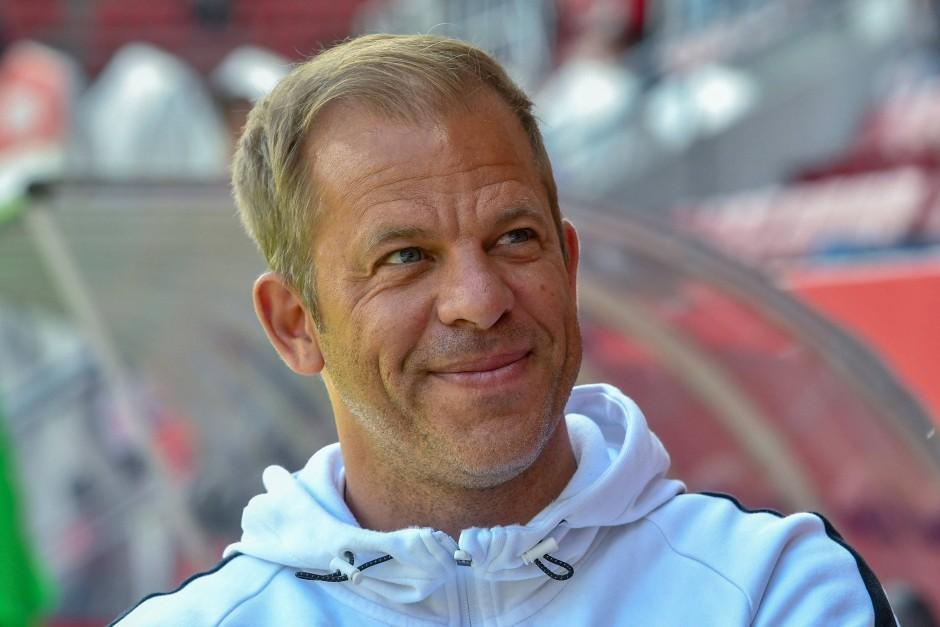 Trainer Markus Anfang will mit Kiel den Aufstieg in die Bundesliga schaffen, wechselt nach der Saison jedoch zum Erstliga-Absteiger 1. FC Köln.