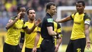 Die Dortmunder waren nicht einverstanden mit den Entscheidungen von Schiedsrichter Felix Zwayer.