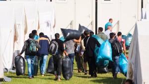 HSV verbietet weitere Flüchtlinge auf Stadion-Parkplatz