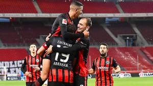 Eintracht Frankfurt mit Feuer und Barkok