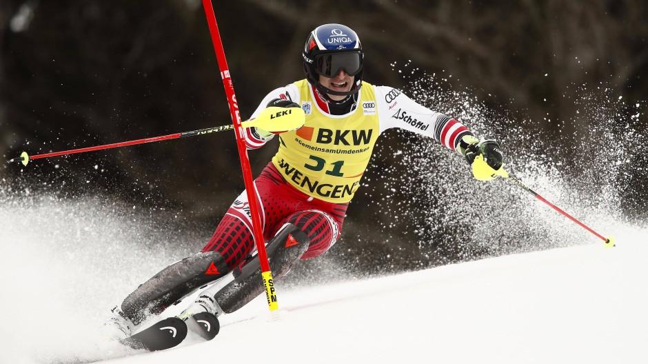 Speed-Spezialist Matthias Mayer schlägt sich tadellos im Slalom und gewinnt die Kombination.